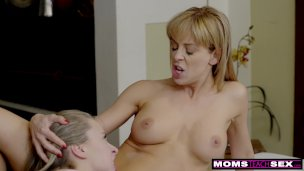 Step Siblings Give Stepmom A Moms Day Screw S8:e4